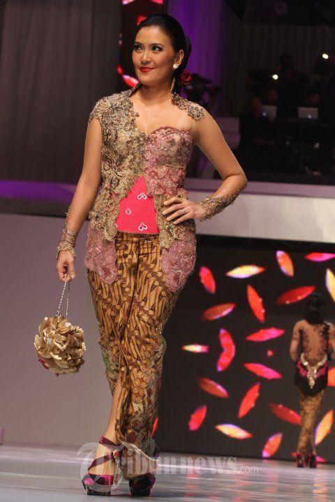 20140904_154555_fashion-show-anne-avantie-25-tahun-berkarya.jpg