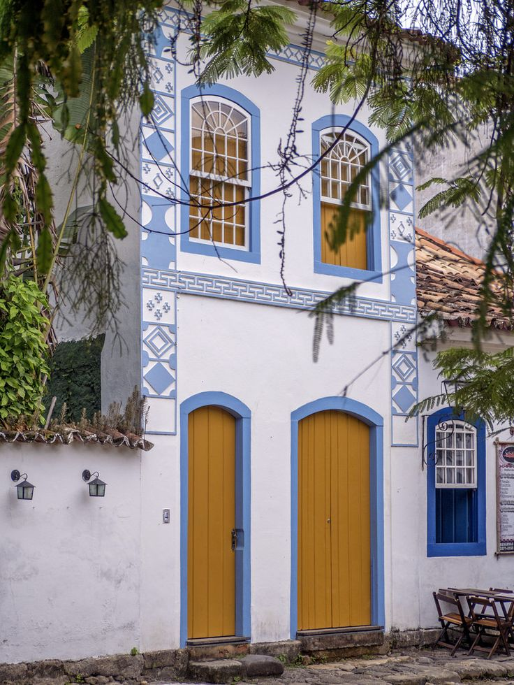 https://flic.kr/p/U2WRW9 | Casas do Brasil | Uma elegante casa colonial na charmosíssima cidadezinha de Paraty.  Paraty, Rio de Janeiro, Brasil. Tenha um belo dia... :-)  ______________________________________________  Houses of Brazil  Elegant colonial house in the charming town of Paraty in the state of Rio de Janeiro.  Paraty, Brazil. Have a great day! :-)  ______________________________________________  Buy my photos at / Compre minhas fotos na Getty Images  To direct contact me / Para…