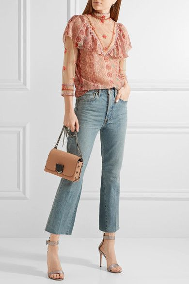 ANNA SUI : blouse. RE/DONE : jeans. GIANVITO ROSSI : sandals. JIMMY CHOO : bag.