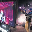 Sony equipa su PS4 para competir vs Xbox - El Diario de Juárez  El Diario de Juárez Sony equipa su PS4 para competir vs Xbox El Diario de Juárez Los Angeles— Sony dio a conocer un conjunto de nuevos productos para su consola PlayStation 4, algunos de ellos para utilizar la realidad virtual, con el fin de defender su trono frente a la nueva Xbox del rival…