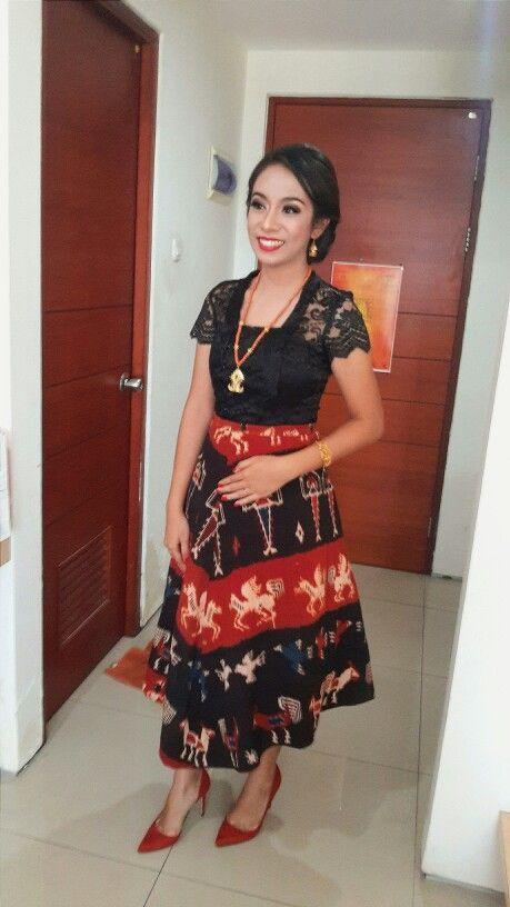Graduation Tenun Sumba - Nusa Tenggara Timur #kebaya#kartini#tenun#sumba#happy#graduation 🎓