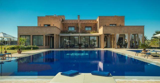 Émeline propose depuis 7 ans la location villa Maroc avec piscine privée : 30 villas de 4 à 25 chambres, service sur mesure, à partir 4000€ les 7 nuits.