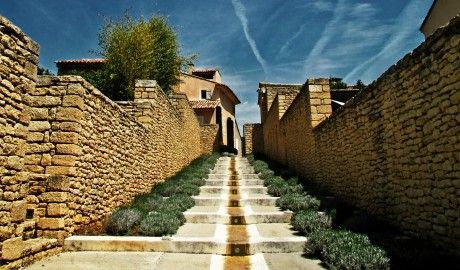 Domaine des Andeols Steps in Provence