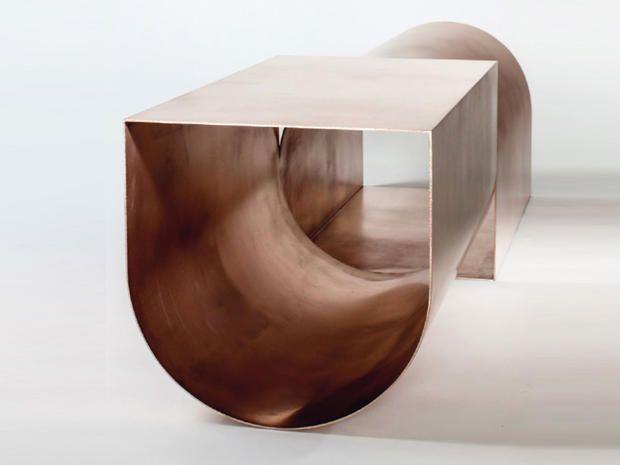 La panca U bench di Christopher Stuart: il progettista americano sperimenta tecniche per declinare funzionalità e bellezza
