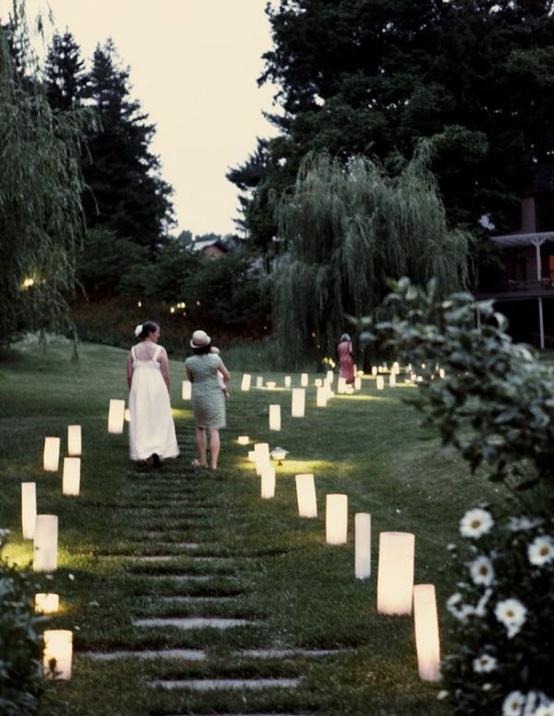 świece. w ogrodzie. wieczorem. magicznie...