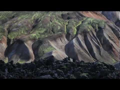IJsland fotografiereis    Fotograferen in IJsland  De kleurenpracht van IJsland is ongekend. Aan de zuidkant van de Myrdalsjökull en de Vatnajökull leren we van een professionele fotograaf hoe de spetterende watervallen, de blauwwitte ijsformaties en de groenbemoste zwarte obsidiaanvelden vast te leggen.     Meer informatie: http://www.snp.nl/reis/ijsland/fotografie_cursus