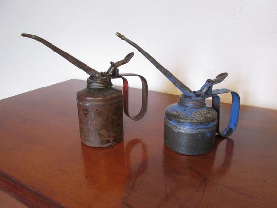 Vintage 1950 S Oil Cans Vintage Oil Dispensers Vintage Garage Display In 2020 Vintage Oil Cans Oil Dispenser Canning