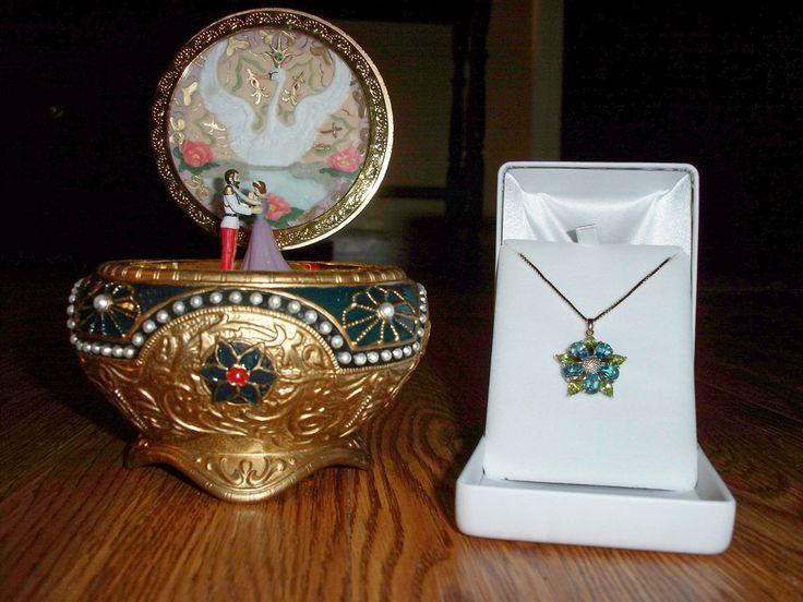 Anastasia music box and similar necklace-key. I want these so bad!