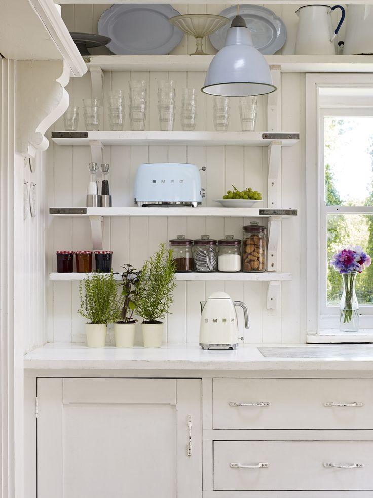 Passen in jede Küche, die im 50er Jahre Retrostil gehaltenen Toaster und Wasserkocher von SMEG. Alle Farbkombinationen unter www.smeg.de