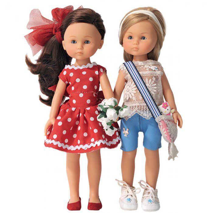 Des poupées en tenue décontractée