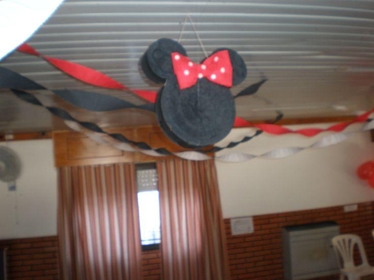 Guirnaldas y piñata / garlands   Cumpeaños Minnie Mouse by Dulcinea de la fuente www.facebook.com/dulcinea.delafuente.5  https://www.facebook.com/media/set/?set=a.117305701748719.33441.100004078680330&type=1&l=b380a10ba8  #fiesta #golosinas  #cumpleaños #mesadulce #festejo #fuentedechocolate #agasajo#mesa dulce #candybar #sweet table  #tamatización #souvenir #minnie