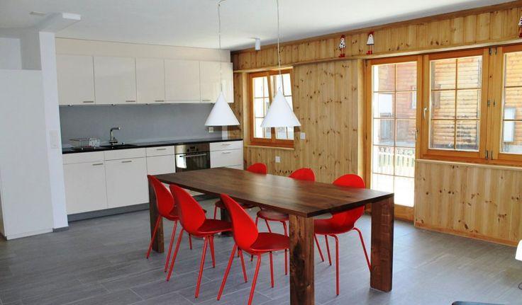 """Stilvolle Ferienwohnung """"Casa Fulin"""" für 5 Personen in Obersaxen. Hier geht's zur Vermietungsplattform..."""
