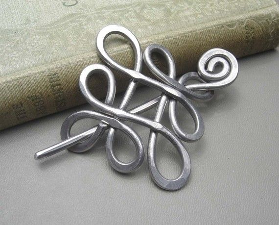 Looping Celtic Crossed Knots Shawl Pin Scarf di nicholasandfelice, $20.00