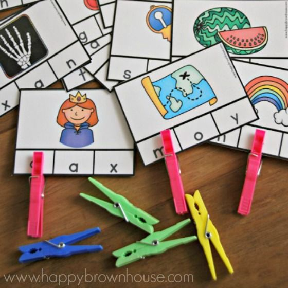 These free printable Alphabet Beginning Sounds Clip cards are perfect for preschoolers and kindergarten kids to practice identifying beginning sounds of words. Place these clip cards in a busy bag for a quick quiet learning activity.