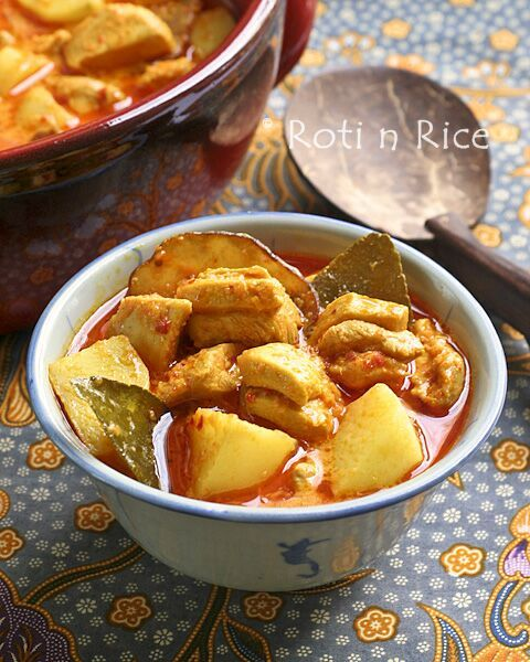 This delicious Nyonya Chicken Curry with Kaffir Lime Leaves is rich, creamy, spicy, and tangy. Kaffir lime leaves make the curry very aromatic. | RotiNRice.com