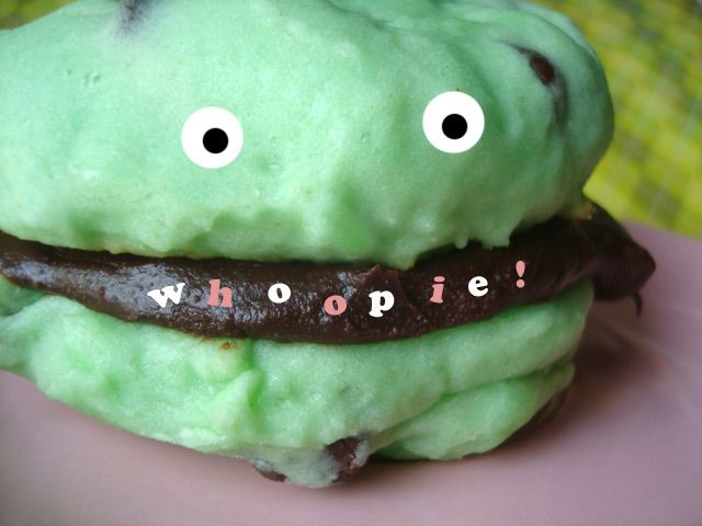 Seeking Sweetness in Everyday Life - CakeSpy - Fat Mint: Mint Chocolate Chip Whoopie Pies, and a Whoopie Pie Bake-Off RoundupMint Chocolate Chips, Pies Recipe, Mint Whoopie, Chocolates Filling, Mint Chocolates Chips, Pie Recipes, Whoopie Pies, Serious Eating, Chips Whoopie