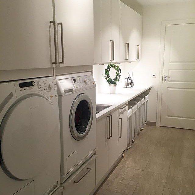 [inspirasjon] ⚪️⚪️ Ein draum av eit vaskerom hjå @elise_kristine_ ❤️ Takk for at du brukar #nyemidttun ..