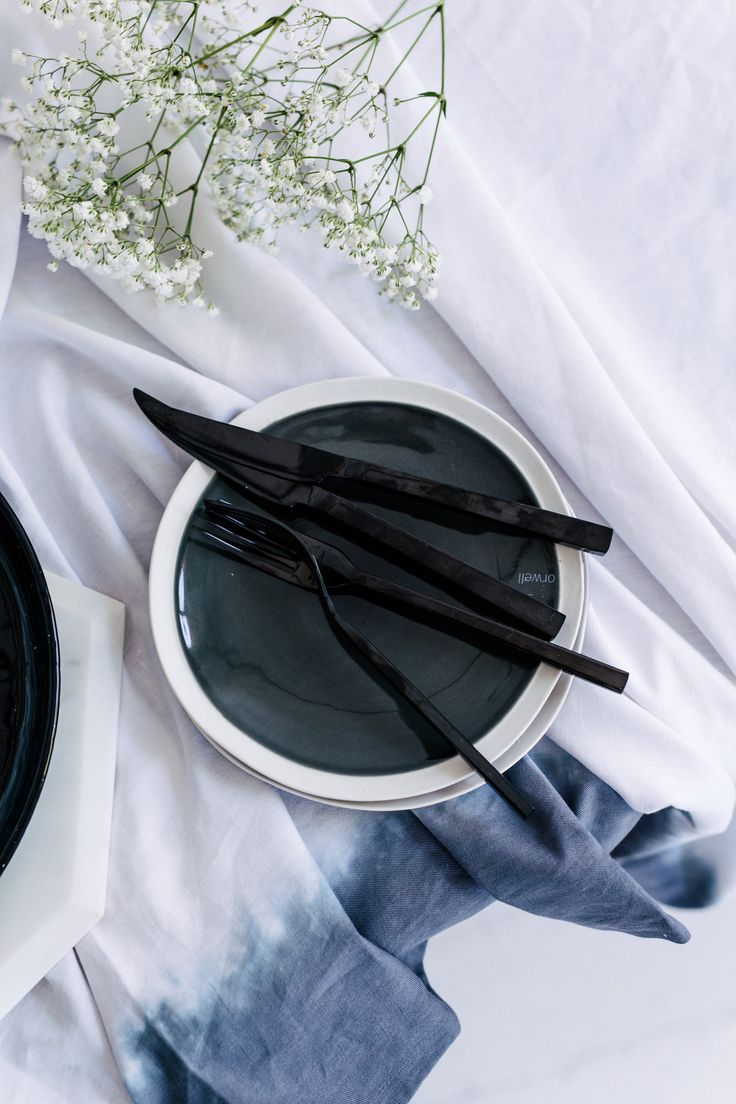Table style. Photography: Hannah Blackmore. Styling: Olivia Blackmore