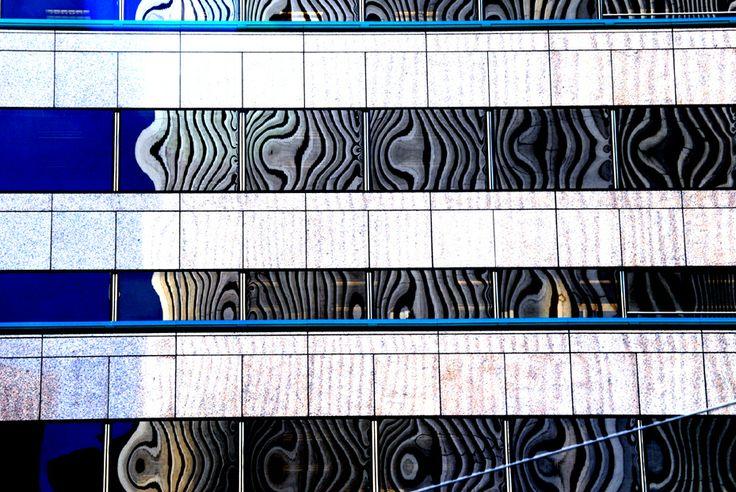 Spiegelung in einem Wolkenkratzer in San Francisco