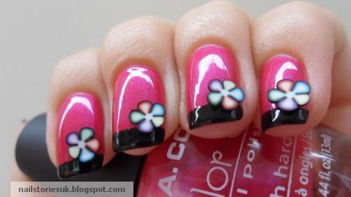 Uñas rosas manicura francesa en negra con flores