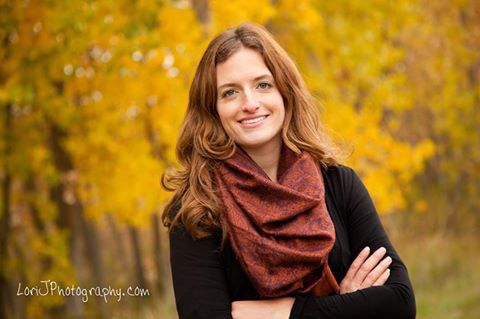 Outdoor headshots. The beautiful photography of warm red and yellow tones of Fall. Lori J Photography entrepreneur headshots