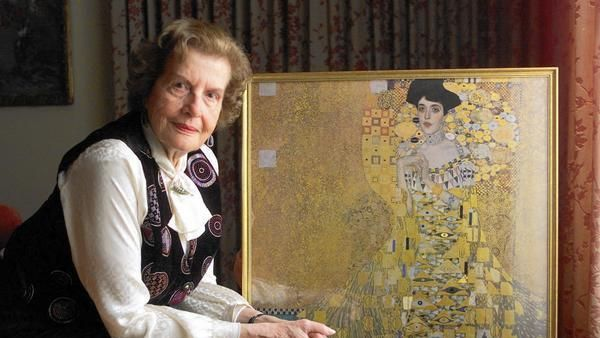 Why Maria Altmann Fought for the 'Woman in Gold'. - Great article!!! Maria Altmann, the niece of Adele Bloch-Bauer with a reproduction of one of the two Klimt paintings that were stolen by the Nazis.