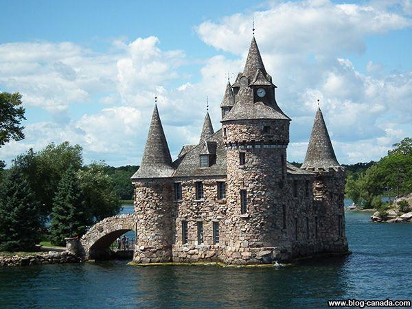 Centrale électrique du château de Boldt sur le fleuve Saint-Laurent dans le nord de l'État de New York. #BoldtCastle #HeartIsland #1000islands #thousandislands #PowerHouse