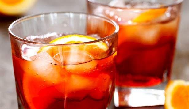 Italienernes foretrukne velkomstdrink er en Spritz (lavet af alkoholen Aperol blandet med hvidvin eller spumante, isterninger og en appelsinskive)