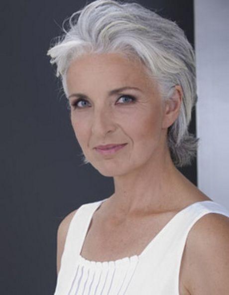 Korte kapsels voor vrouwen van 60 jaar