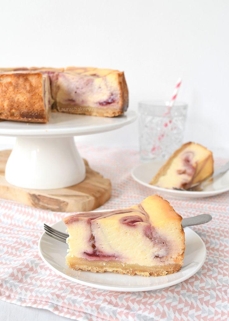 Frambozen-ricotta cheesecake + review basics to brilliance - Laura's Bakery
