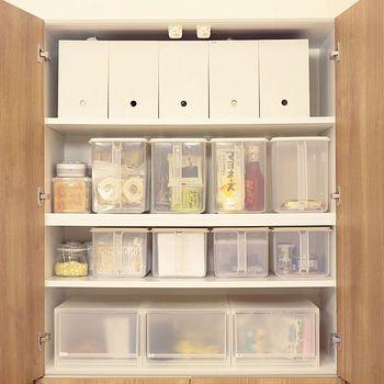 食材や調味料のストック、乾物類はきちんと分かるように収納しておかないと、つい同じものを買ってしまったりとトラブルになりがち…。 でも、こんな風にパントリーもきれいにボックス収納しておけば何がどこにどれだけあるかも一目瞭然です。