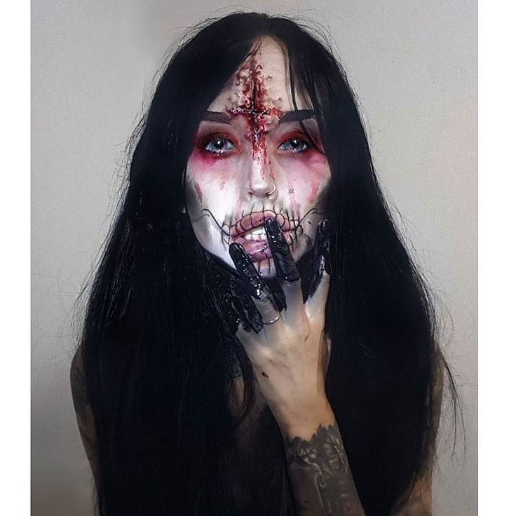 @jodyblackk looks killer in Lush style. The Dark  absolutely love this! Hope you guys are all ready for your #halloween parties this weekend! What are you going as? . . . . . #lushwig #lushwigs #lushhair #lushwigsthedark #blackwig #halloweencostume #mua #wig
