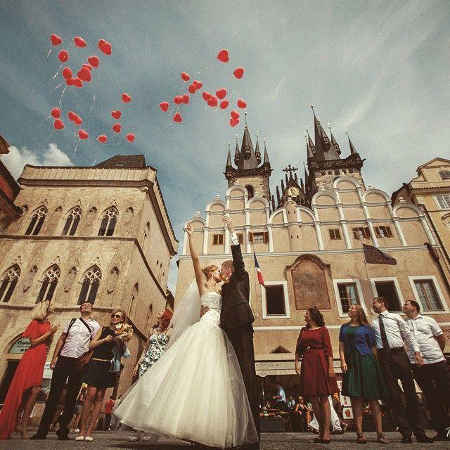 チェコはプラハをメインにお城がいっぱい!こんな結婚式は女子の憧れ〜♪ヨーロッパでの結婚式おしゃれまとめ♡ウェディング・ブライダルの参考に♪