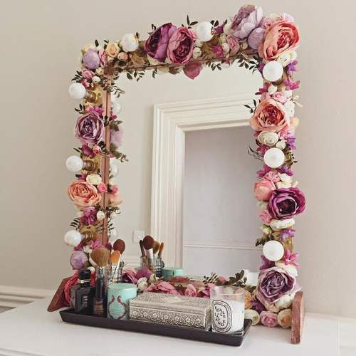 I have though of this floral makeup mirror after looking at multiple floral  inspirations spring brings and one day, having come home I looked at an old  sad make-up mirror, ordered some silk flowers (I must say I was lucky with  these, some silk flowers are not inspirational in the least!) and g