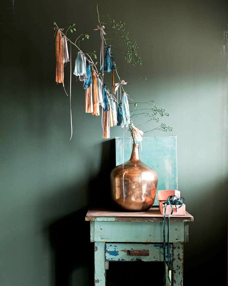 styling:Cleo Scheulderman Photo: Jeroen van der Spek Takken met versiering #copper #christmas #holidays #decoration #interior #vase