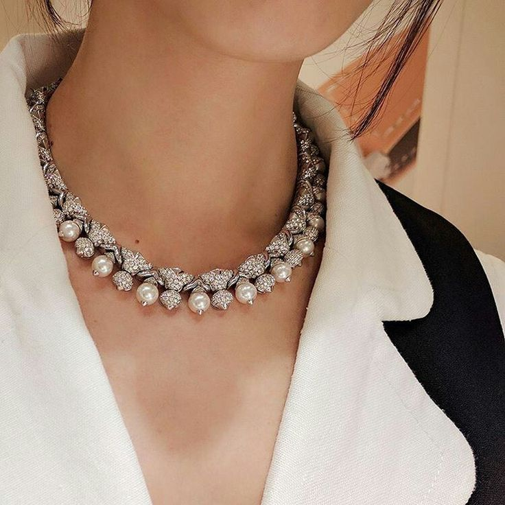 Pearls' natural luster increase with daily wear, though this #Bulgari pearl and diamond necklace seems to be perfect already. Featuring 23 cultured pearl beads with 17 diamonds on the necklace