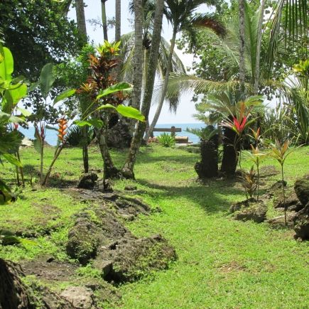 Garden and beach access at el jardin glorioso cahuita - Jardines costa rica ...