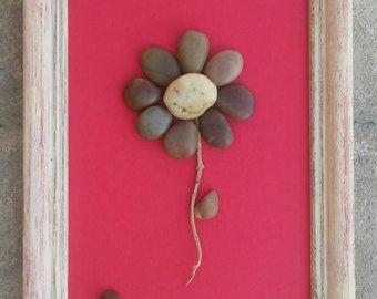 ¡ ENVÍO GRATIS!  Esto se hará a la orden.  Fantástica pieza original rústico con una simple flor en madera recuperada mide aprox. 15 x 3  La madera recuperada es pintada en acrílicos y rociada ligeramente con un sellador para darle un aspecto brillante. También se pinta la parte de atrás/reversa.  Me encanta siempre las peticiones especiales, y este tipo de trabajo es maravilloso para cualquier ocasión, o simplemente una gran idea del regalo. Si usted tiene alguna pregunta, por favor en ...
