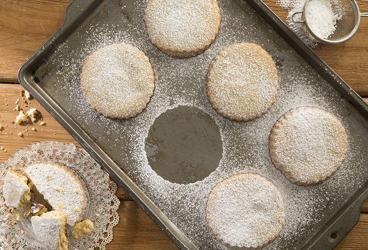 ¿Qué tal si preparas unos deliciosos Polvorones Philadelphia con nuestra receta de postre que tenemos para ti? ¡Sorprende a todos después de comer!