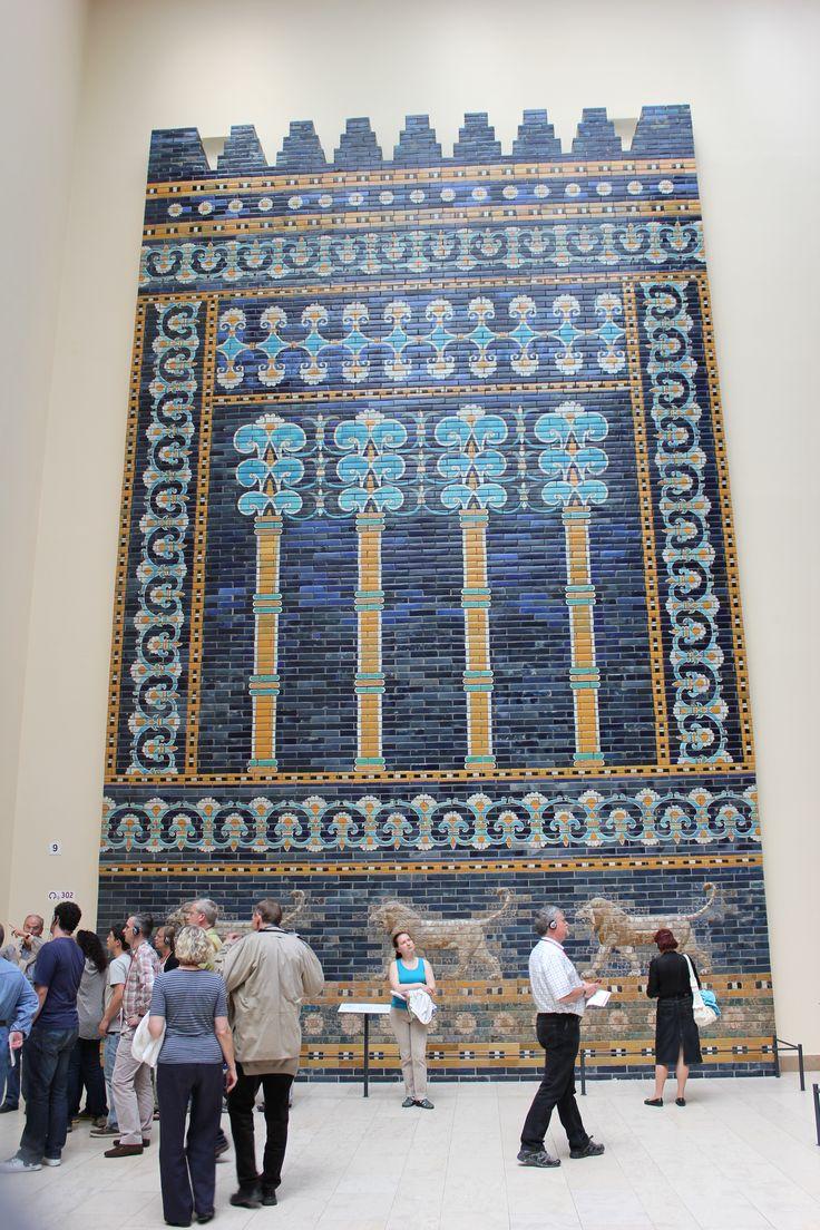 Panel de ladrillos esmaltados procedente de algún palacio de Babilonia. En el Museo de Pérgamo.