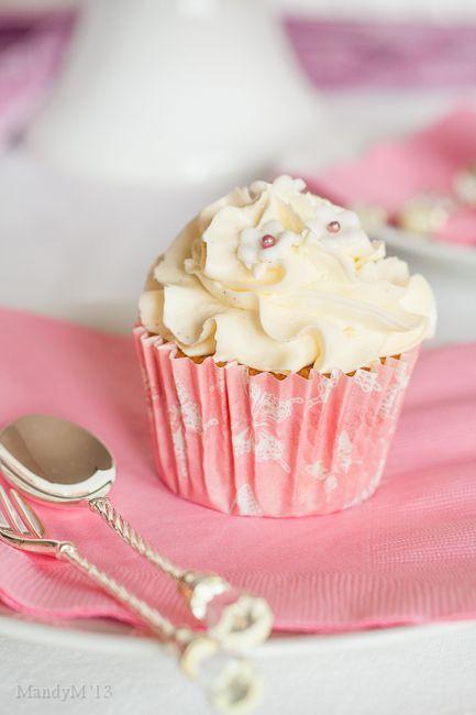 Vanilla Cupcakes with Vanilla Swiss Buttercream