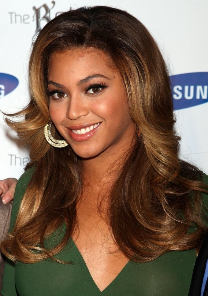 Beyonce Long Wavy Brown Hairstyle For Oval Face Highlights Face