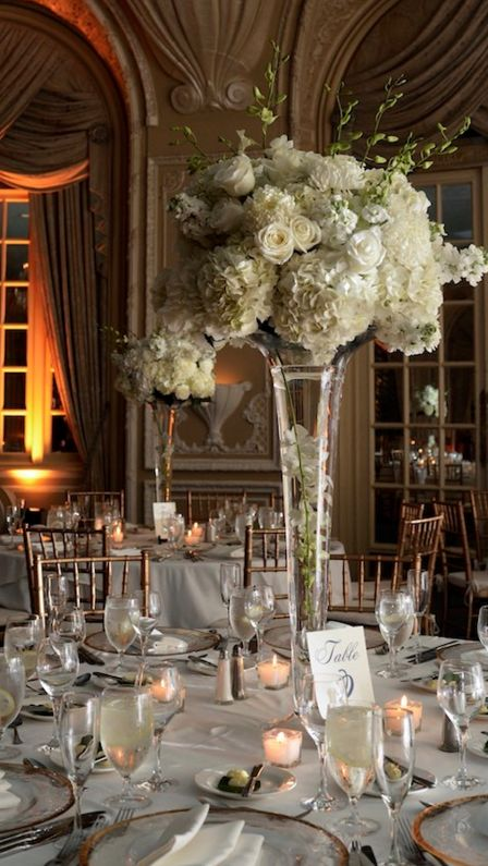 Classy wedding reception centerpiece idea; photo: Dana Siles