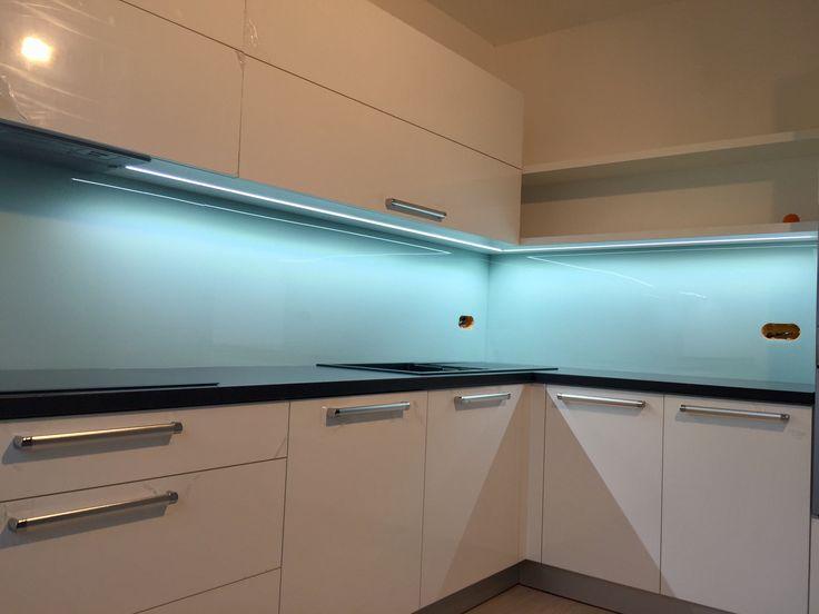 Moderní kuchyň Skleněný obklad Rauvisio crystal Bílý lesk