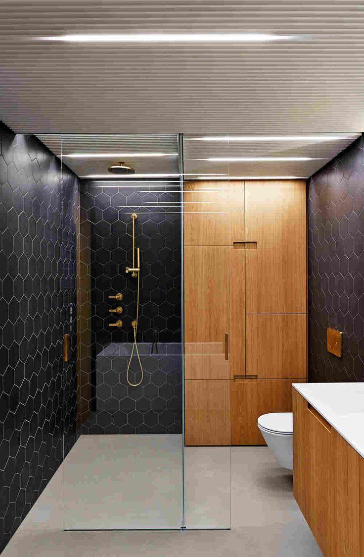 Минималистичное решение интерьера трёхэтажной квартиры в Праге