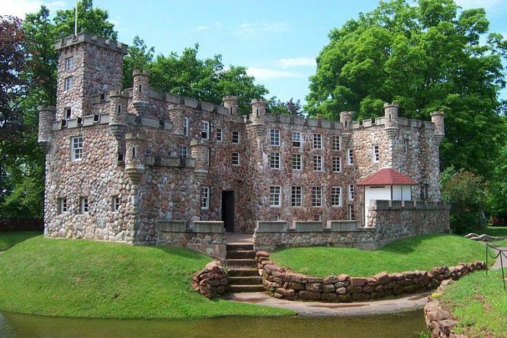 prince edward island | ... >> Prince Edward Island > Woodleigh Replicas, PEI, Dunvegan Castle