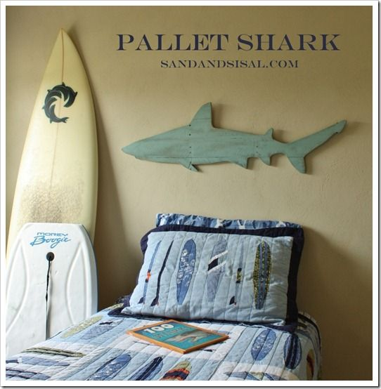 DIY Pallet Shark- perfect for a boy's surf room! Could try a different shape for the basement wall.