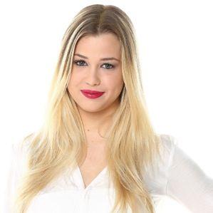 Marie (enjoyphoenix) est ma youtubeuse préférée. Avec ses magnifiques cheveux elle en ai maintenant à 900 000 ABONÉES!!!!!