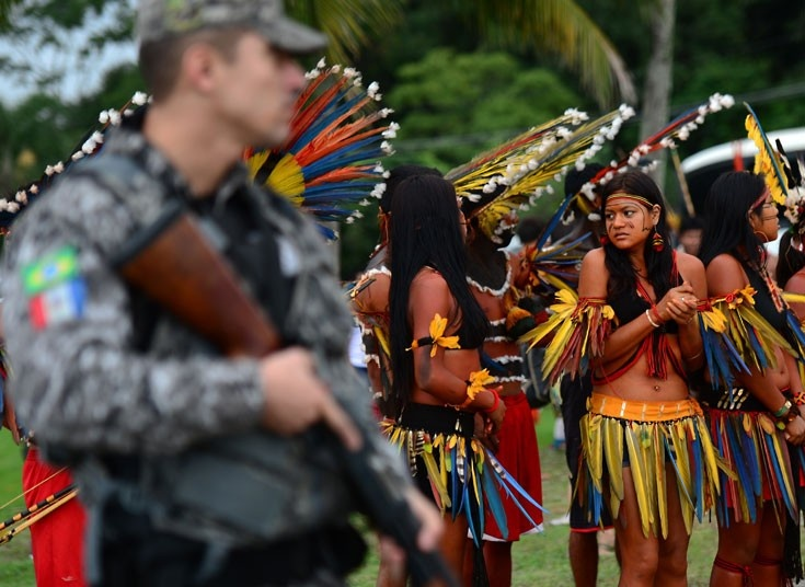 White Wolf: Indigenous peoples from Brazil protest at the UN Rio+20 summit (PHOTOS)