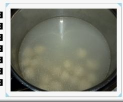Fliederbeersuppe / Holundersuppe mit Grießklößchen von Heimchen auf www.rezeptwelt.de, der Thermomix ® Community